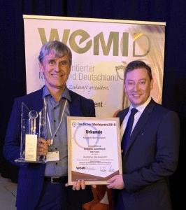 BKK ProVita-Vorstand Andreas Schöfbeck mit Preis