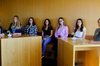 Die neuen Auszubildenden (A) der BKK ProVita mit ihren Betreuerinnen (v. l. n. r.): Veronika Kienast, Beatrice Kretzler, Alena Wedler (A), Antonia Bayerl (A), Daria Wilhelm (A), Carina Wenninger (A) und Laila Snoussi